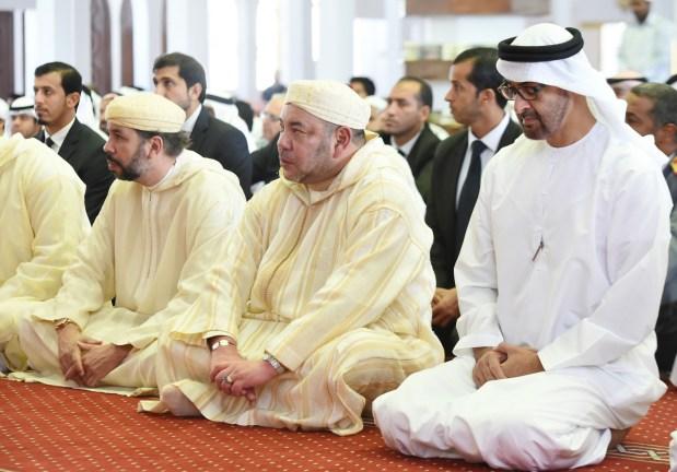 الإمارات.. الملك يؤدي صلاة الجمعة رفقة الشيخ محمد بن زايد آل نهيان