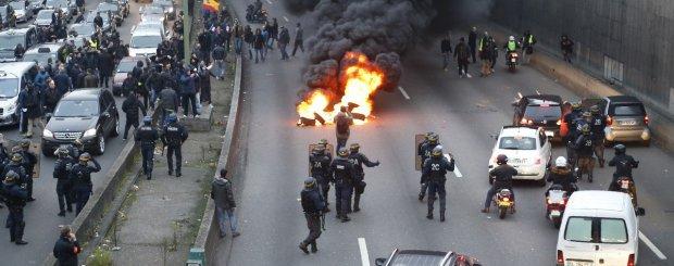 فرنسا.. إضراب في الجو وفي الأرض