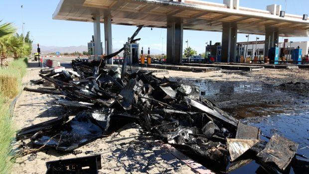 أكادير.. قتيل في حادث انقلاب شاحنة محملة بالفيول (صور)