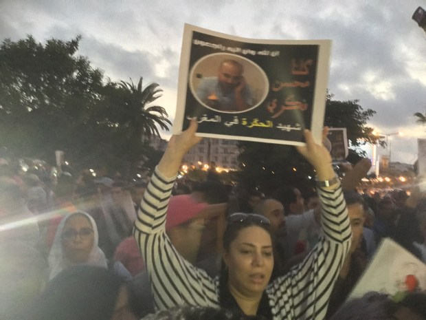 ساحة الامم المتحدة/ كازا.. وقفة تضامن مع محسن بثلاثة رؤوس!!