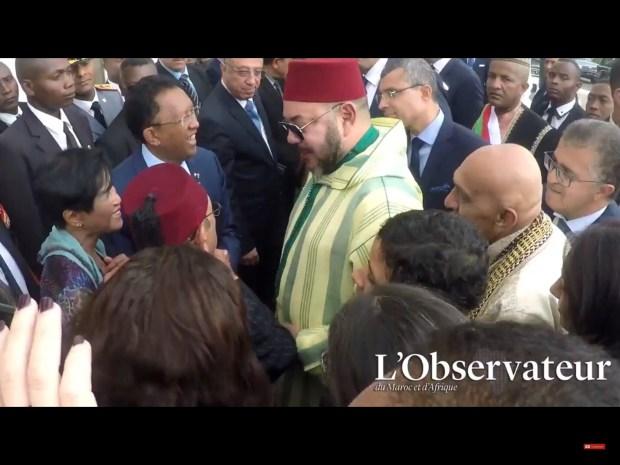 مدغشقر.. عفوية الملك في لقاء مع صديق جده (فيديو)