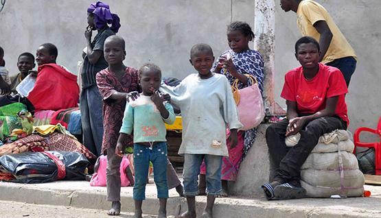 غينيون مرحلون من الجزائر: عنفونا!!