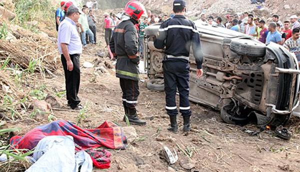 بين سطات وكيسر.. 3 قتلى من أسرة واحدة في حادث سير