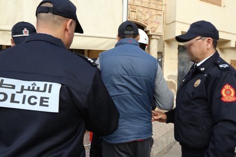 سلاح ناري أوتوماتيكي و47 رصاصة ومخدرات.. تفكيك شبكة إجرامية في كلميم تضم جزائريا وماليا وشخصين من مخيمات تندوف