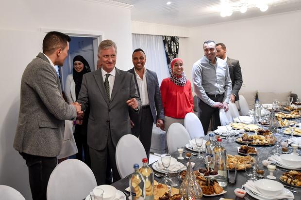 بالصور.. ملك بلجيكا فطر عند أسرة مغربية (صور)