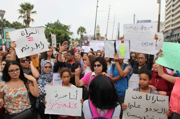 """بالصور من كازا.. وقفة احتجاجية ضد حادث """"الاغتصاب فالطوبيس"""""""
