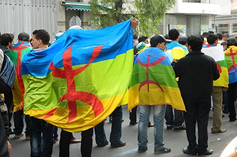 """للمطالبة باطلاق سراح المعتقلين واحتجاجا على """"سياسة الحكرة"""".. إيمازيغن يخرجون للاحتجاج في كازا"""