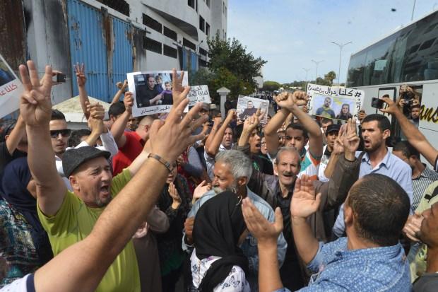 """بالصور من أمام سجن عكاشة.. وقفة تضامنية للمطالبة بإطلاق سراح معتقلي """"حراك الريف"""""""