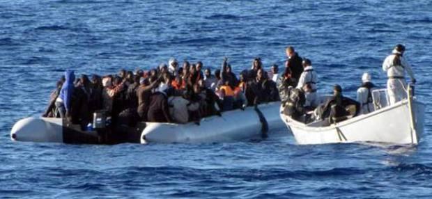 أبحروا من السواحل المغربية.. البحرية الإسبانية توقف 72 مهاجرا إفريقيا