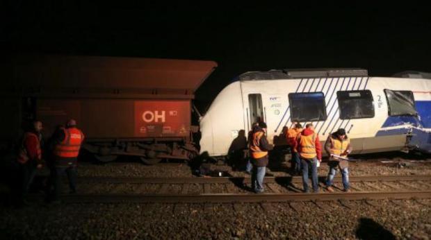 بالفيديو من ألمانيا.. جرحى في اصطدام قطارين
