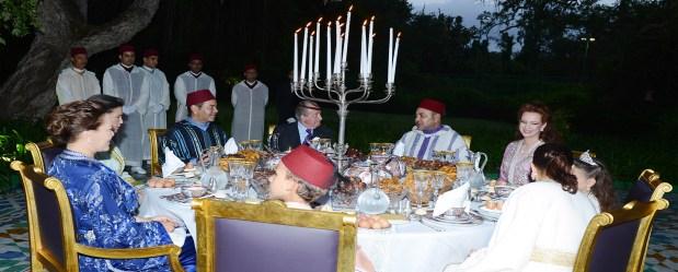 إفطار ملكي.. الملك خوان كارلوس ضيف على مائدة الملك محمد السادس وأسرته (صور)