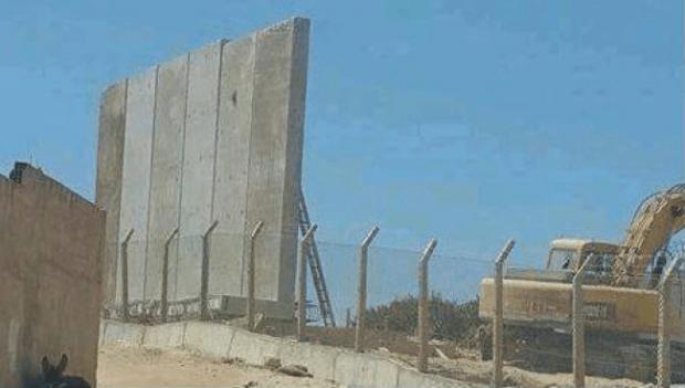 ما زالين زايدين فيه.. الجزائر تضع جدارا جديدا من الأسلاك الشائكة على حدودها مع المغرب
