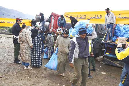 """إقليم شفشاون.. """"محمد الخامس للتضامن"""" تساعد المتضررين من موجة البرد"""