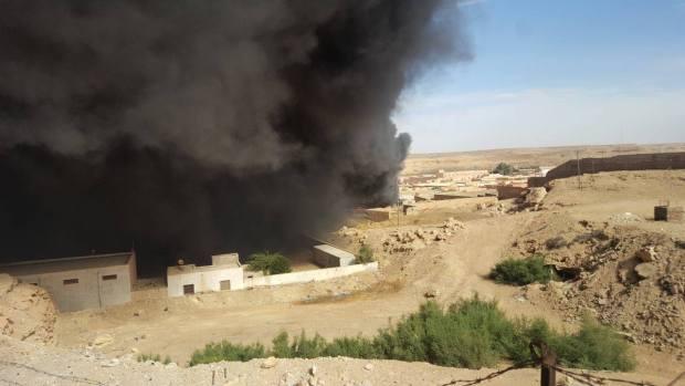 بالصور والفيديو من العيون.. حريق في مستودع تابع لثكنة عسكرية