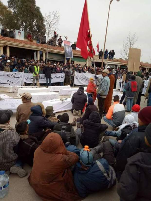 بالصور من جرادة.. مسيرة احتجاجية ب43 نعشا