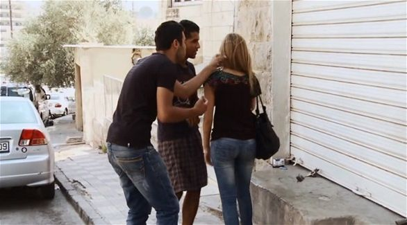 اللي مولّف يتحرش بالعيالات في الفضاءات العامة أو بالصور والرسائل.. الحبس والغرامة في الانتظار (وثيقة)