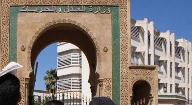 """حسب تقرير دولي.. المغرب """"كسول"""" في سيادة القانون وغياب الفساد"""
