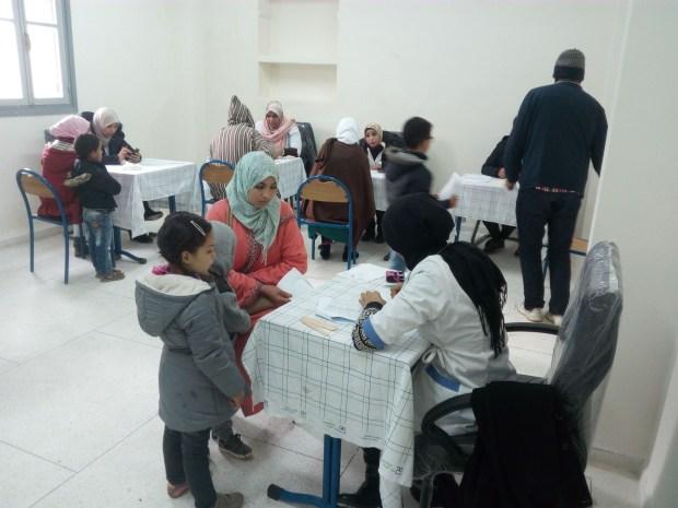 بالصور من ضواحي العرائش.. أكثر من 2300 استشارة طبية وتوزيع أدوية بالمجان