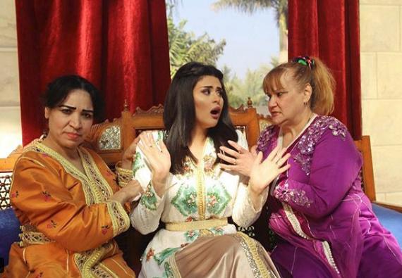 "رفقة ممثلتين مصريتين.. سلمى رشيد تصور ""آش جا يدير"""