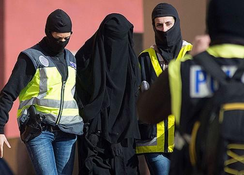 إسبانيا.. اعتقال مغاربة بعد تفكيك شبكة لتهريب المخدرات