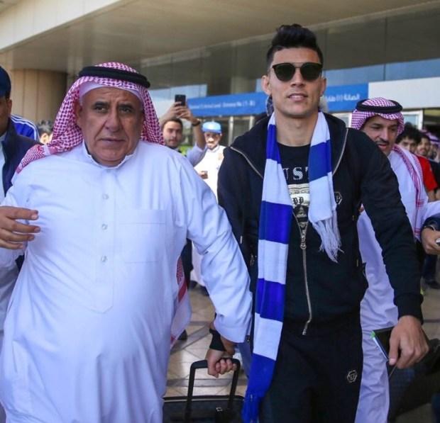 بالصور.. أشرف بنشرقي يصل إلى السعودية