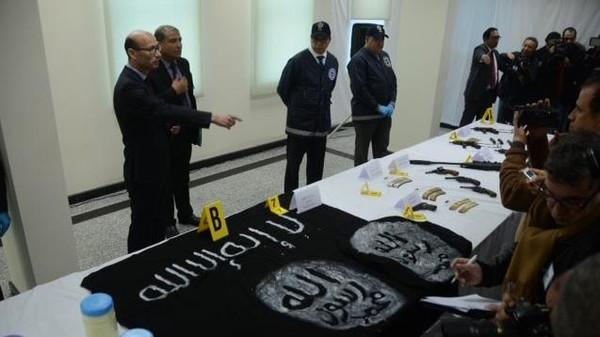 خلية داعشة في طنجة.. 6 موقوفين وسواطير وسكاكين وعصي وسراويل عسكرية