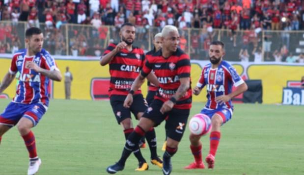 بالفيديو من البرازيل.. حكم يطرد 9 لاعبين في مباراة واحدة!!