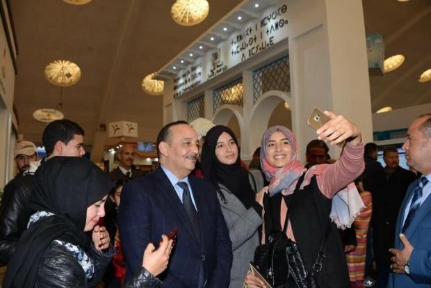 خايف على راسو ولاّ حاس براسو.. وزير الثقافة والاتصال والكارضكورات!