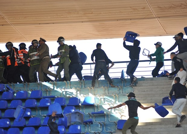 الجمهور يديرها والفرقة تخلّص.. عقوبات في حق الرجاء بعد شغب مراكش