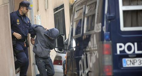 بينهم جندي سابق في الطيران الحربي.. إسبانيا تطيح ب18 مهرب مخدرات من المغرب