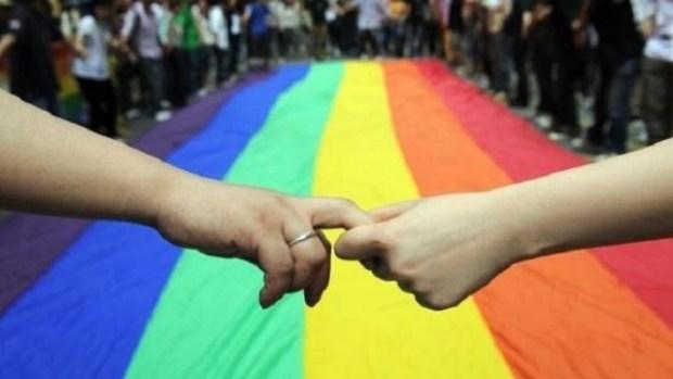 """فيديو """"المثلي والكانيط"""".. مدافعون عن المثلية يدعون إلى محاسبة """"مسعفي التشهير والسخرية"""""""