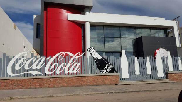 """بسبب رفع الدعم عن السكر.. """"كوكا كولا"""" تستعد لمغادرة المغرب"""