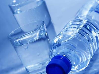 منظمة الصحة العالمية: المياه المعلبة تحتوي على جزيئات البلاستيك