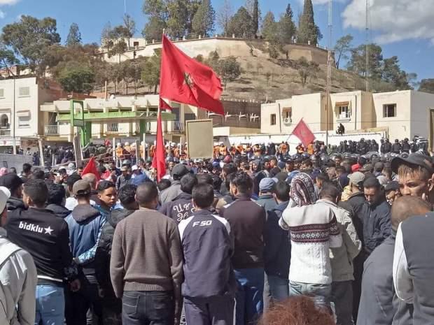 احتجاجات واعتقالات ومحاولات انتحار ومسيرة إقليمية.. جرادة تغلي (صور)