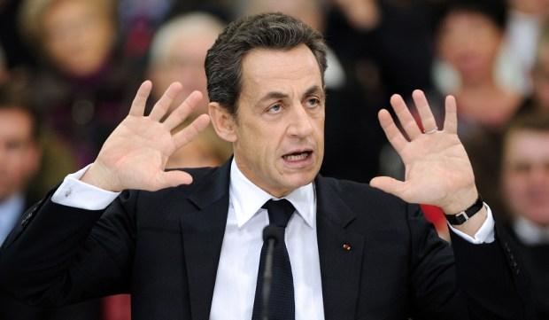 القضاة يدرسون إمكانية التحقيق معه.. ساركوزي طلقوه
