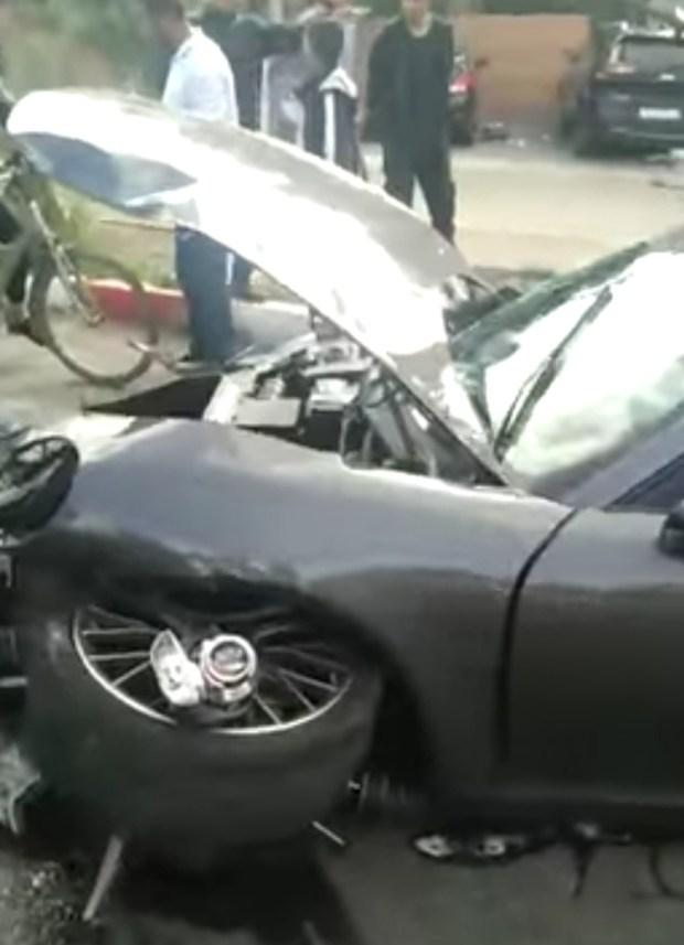 """بالفيديو من مراكش.. تحطم سيارة """"بورش"""" في حادثة سير"""
