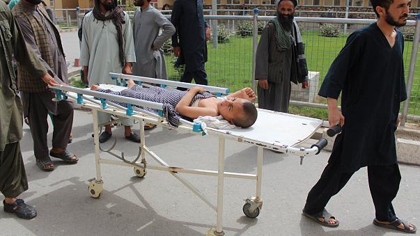 بينهم أطفال.. مقتل حوالي 100 في قصف مدرسة قرآنية في أفغانستان