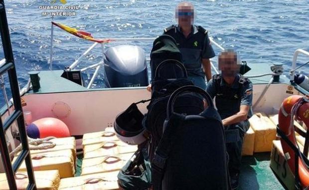 مسدسات وقوارب سريعة.. مافيا مغربية للمخدرات تسقط في إسبانيا