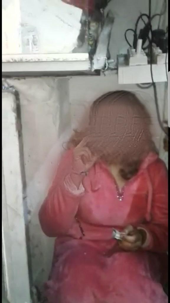 """فيديو فتاة تتعرى داخل محل تجاري.. عطار مشا يصاوب التلفون لقا """"فضيحتو"""" فالفايس بوك"""