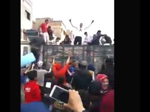 الناس كيبغيو حاجة الفابور بلا ما يسولو واش صالحة.. شاحنة توزع مشروبات بالمجان فكازا!! (فيديو)
