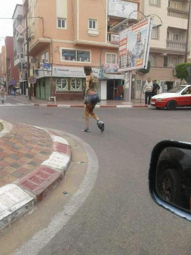 بالفيديو من العيون.. شاب حرق راسو بسبب مشاكل مع البنك