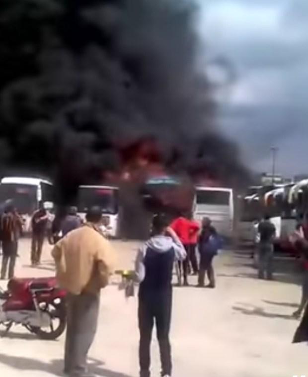 بالفيديو من فاس.. حريق يلتهم حافلات في المحطة الطرقية باب محروق