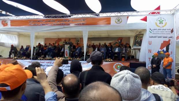 """مهرجان نقابة البيجيدي.. عمال يردون على هدية العثماني بـ""""ما كافيش ما كافيش"""""""