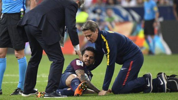 باريس سان جرمان.. الإصابة قد تحرم البرازيلي ألفيس من المشاركة في المونديال