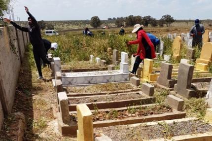 مبادرة زوينة في خريبگة.. حملة لتنظيف مقبرة الرحمة