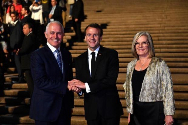 """اللسان ما فيه عظم.. ماكرون يصف زوجة رئيس وزراء استراليا بأنها """"لذيذة""""!!"""