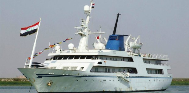 بسريره الملكي.. يخت صدام حسين يتحول إلى فندق للمرشدين البحريين!