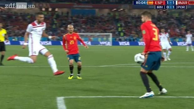 لمسة يد وتسلل.. زبايل التحكيم في مباراة المغرب وإسبانيا (صور)