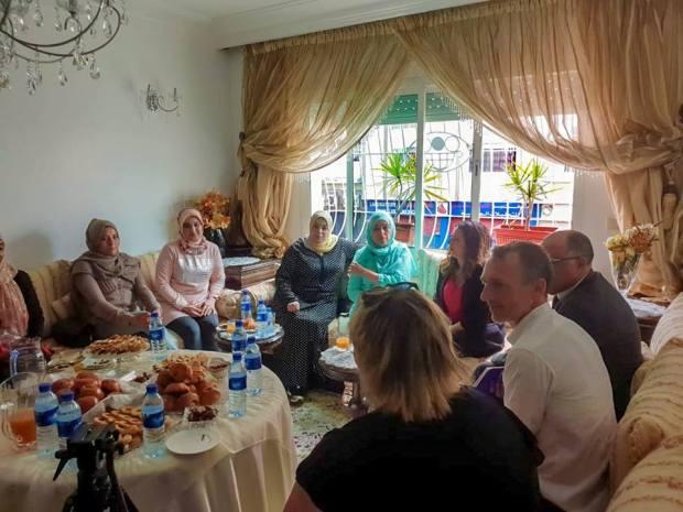 بدا الخدمة.. المدير العام لسنطرال يلتقي أمهات وعائلات مغربية