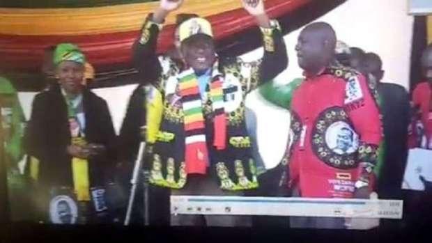انفجار استهدف تجمعا انتخابيا للرئيس.. رئيس زيمبابوي تّزكل! (فيديو)
